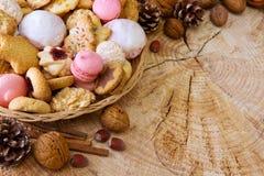 Печенья рождества в плите Стоковые Фото