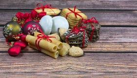 Печенья рождества на деревянном столе Стоковые Фотографии RF