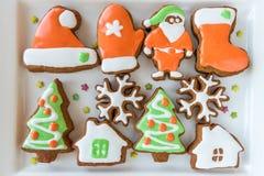 Печенья рождества украшенные с покрашенной замороженностью Стоковая Фотография RF