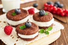 Печенья сандвича шоколада Стоковые Изображения RF