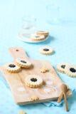 Печенья сандвича с вареньем голубики Стоковое фото RF