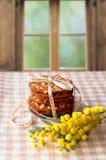 Печенья связанные с лентой, окном Стоковые Изображения