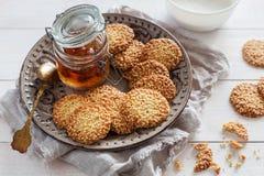 Печенья сезама с вареньем Стоковые Фото