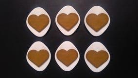 печенья сердца на поддонниках фарфора косоугольника форменных Стоковые Фотографии RF