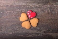 Печенья сердца пряника на день ` s валентинки Стоковые Изображения RF