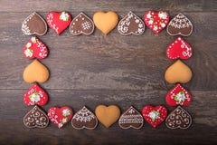 Печенья сердца пряника на день ` s валентинки Стоковые Фотографии RF