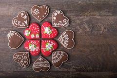 Печенья сердца пряника на день ` s валентинки Стоковая Фотография RF
