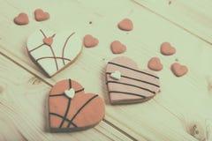 Печенья сердца форменные на деревянной предпосылке Стоковые Изображения RF