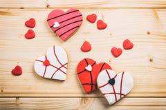 Печенья сердца форменные на деревянной предпосылке Стоковое Изображение