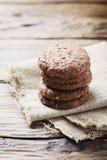 Печенья сладостного шоколада на деревянном столе Стоковое Изображение RF