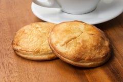 Печенья сыра коттеджа с чашкой cappuchino Стоковые Изображения RF