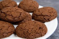 Печенья сладостного шоколада в плите Стоковое Изображение