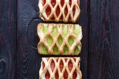 Печенья с вареньем вишни и кивиа Стоковые Фото