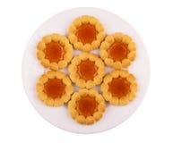 Печенья с вареньем в белой плите изолированной на белой предпосылке Стоковая Фотография RF