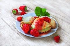 Печенья с вареньем клубники Стоковая Фотография RF