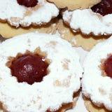 Печенья с вареньем клубник Стоковые Фотографии RF