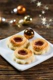 Печенья с вареньем на маленькой плите Стоковая Фотография