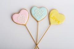 Печенья с поливой в форме сердец Стоковая Фотография