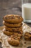 Печенья с стеклом молока Стоковые Фото