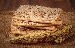 Печенья с хлопьями и ушами пшеницы на увольнении Стоковое Изображение RF