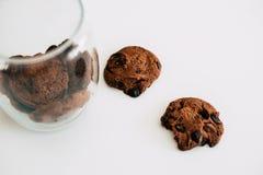 Печенья с шоколадом на белой предпосылке стоковые изображения