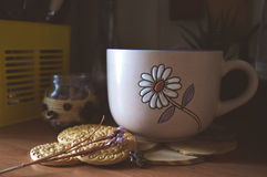 Печенья трав и кофе, милые фото Стоковые Изображения RF