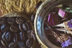 Печенья трав и кофе, милые фото Стоковое Изображение RF