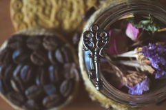 Печенья трав и кофе, милые фото Стоковое фото RF
