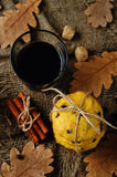 Печенья тыквы обломоков шоколада с стеклом кофе Стоковое Изображение