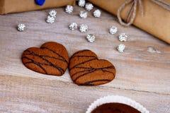 Печенья формы сердца, булочка шоколада и подарочные коробки Стоковые Фотографии RF