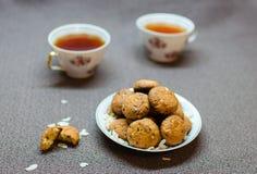 Печенья шоколада и арахиса на плите Стоковое Фото