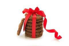 Печенья шоколада с отказами на белой предпосылке, взгляд сверху стоковые фото