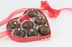 Печенья шоколада в коробке сердца форменной Стоковые Фото