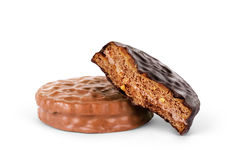 2 печенья шоколада против белой предпосылки Стоковое Изображение