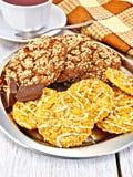 Печенья шоколад и shortcake на подносе Стоковые Изображения