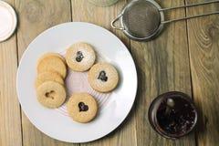 Печенья Linzer с домодельным вареньем Стоковое фото RF