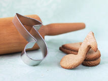Печенья Oatmeal сформированные как примечания Стоковые Фото