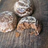 3 печенья pryanik на деревянной поверхности Стоковые Фотографии RF