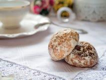2 печенья pryanik на таблице Стоковая Фотография