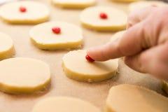 Печенья shortbread рождества выпечки Стоковая Фотография