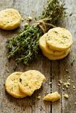 Печенья Shortbread с тимианом и пармезаном Стоковое фото RF