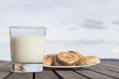 Печенья whit молока Стоковое фото RF