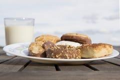 Печенья whit молока Стоковые Фотографии RF