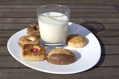 Печенья whit молока Стоковое Изображение