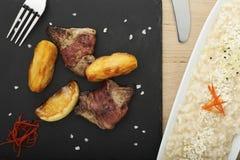 Печень гусыни в беконе с персиками Стоковые Фотографии RF