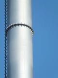 Печная труба металла серебряная промышленная против голубого неба Стоковое фото RF
