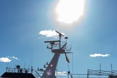 печная труба моста корабля Гамбурга проводя дымит на доках fishmar Стоковое Фото