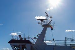 печная труба моста корабля Гамбурга проводя дымит на доках fishmar Стоковые Изображения