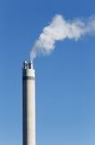 Печная труба с белым дымом Стоковые Изображения