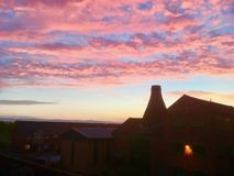 Печь бутылки на восходе солнца стоковое фото rf